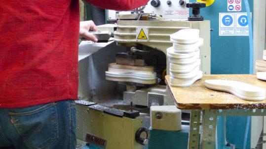 Maquinaria especializada para hacer suelas de calzado