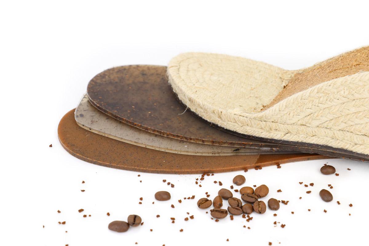 Suelas ecológicas elaboradas con granos de café.